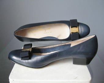 Ferragamo Bow Flats / Vtg / Navy Blue Ferragamo Vara Ribbon Ballerina Flats