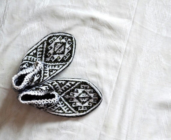 womens slippers, knitted slippers, black and white geometric Slippers, Turkish Socks, knit socks, home shoes, mom wife grandma womens gifts
