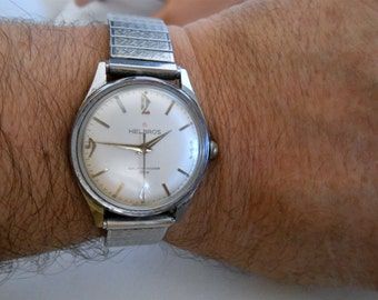 Helbros Automatic Men Writ Watch. Keeps accurate time