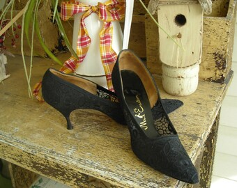 50's, 60's lovely black lace heels, shoes, Mr. Easton, 7 1/2 Narrow, great condition
