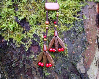 Spring Tulip Oak Wood Brown Red Beads Necklace, Nature Eco Friendly Brown Red Flower Pendant, Woodland Rustic Necklace, Boho Hippie Pendant