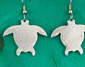 Turtle earrings with textured finish