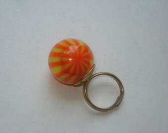 Vintage 1960s Marble Ring - Adjustable Size/Fit - Retro Fashion Jewelry