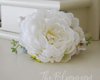 Classy flower comb / White peony / Peony hair comb / Photo shoot / Gift for daughter / Wedding comb / Bridal hair comb / Silk flower comb