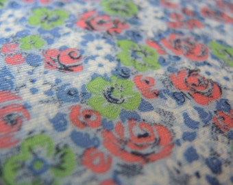 Vintage 1970s fabric stretch synthetic knit flowers floral green pink blue 61 inches wide