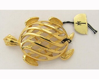 Vintage 1960s CROWN TRIFARI Brooch Cute Gold Turtle Pin Unworn with Tag Designer Jewelry