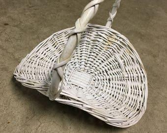 Wicker Basket, White Wicker, Flower Girl Basket, Country Decor, Victorian Decor, Wedding Decor, Cottage Decor, Vintage Wicker, Flower Basket