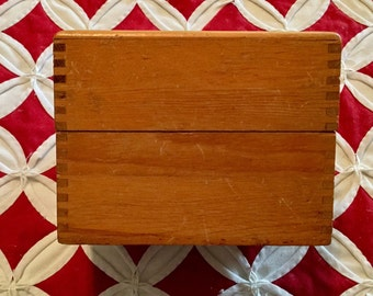"""Vintage """"Remington Rand"""" Light Oak Wood Tongue & Groove or Dovetail Index Cards, Library Card, or Recipe Wooden Box, 4"""" X 5 1/2"""" X 4 1/4"""""""