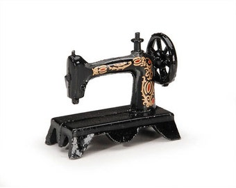 SEWING MACHINE ANTIQUE -MINIATUREs -  Tiny machine  for  Doll Houses, Shadow Boxes, Papercrafting