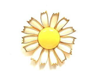 Vintage WEISS Daisy Brooch Pin  White Enamel Petals &  Large Yellow Center 1960s Classic  Mother's Day