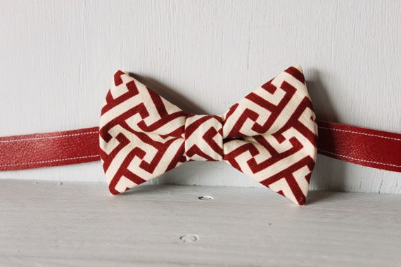 Bow tie unisex >> Maroon and cream patterned bow, leather strap, buckle >> Brisbane