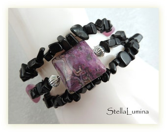 Black onyx, pink, fuchsia gemstone memory wire adjustable artisan beaded cuff bracelet