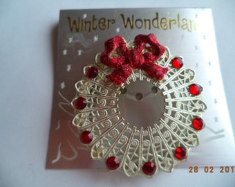 Vintage Unsigned Silvertone Openwork Christmas Wreath with Sparkling Bow Brooch/Pin
