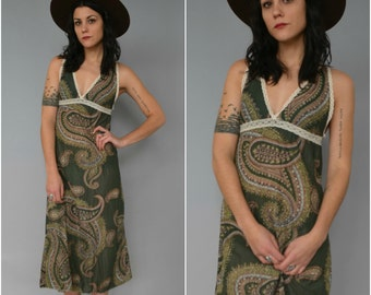1970s lace trimmed paisley nightgown