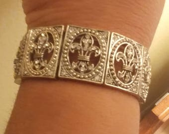 Vintage Silvertone Metal Fleur De Lis Clear Rhinestone  Stretch Bracelet
