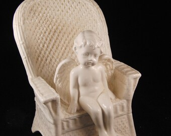 Cherub/angel figurine