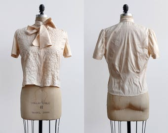 Bows and Arrows Blouse / 1950s silk bow blouse / vintage creme top