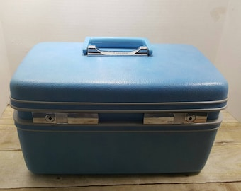 Sears Courier Train Case by Samsonite, 1970s Light blue, Vintage luggage, carry on, make up bag
