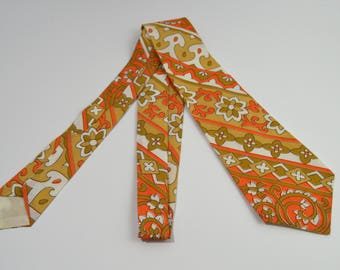Vintage 1970s Tan Peach and White Floral Patterned Tie
