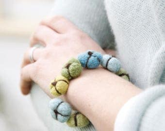 Blooms Bracelet -- LEARN TO FELT! Knitting Pattern