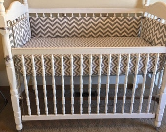 Crib Bumper grey -white chevron