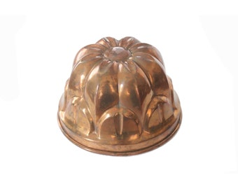 Vintage Copper Round Bundt Cake Kitchen Mold Pan with Brass Ring Hook