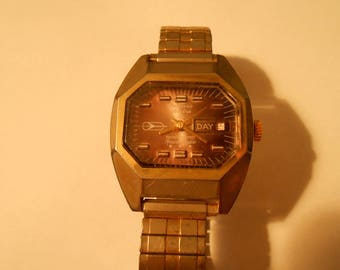 Large mens Bolivia electra 25 mens watch