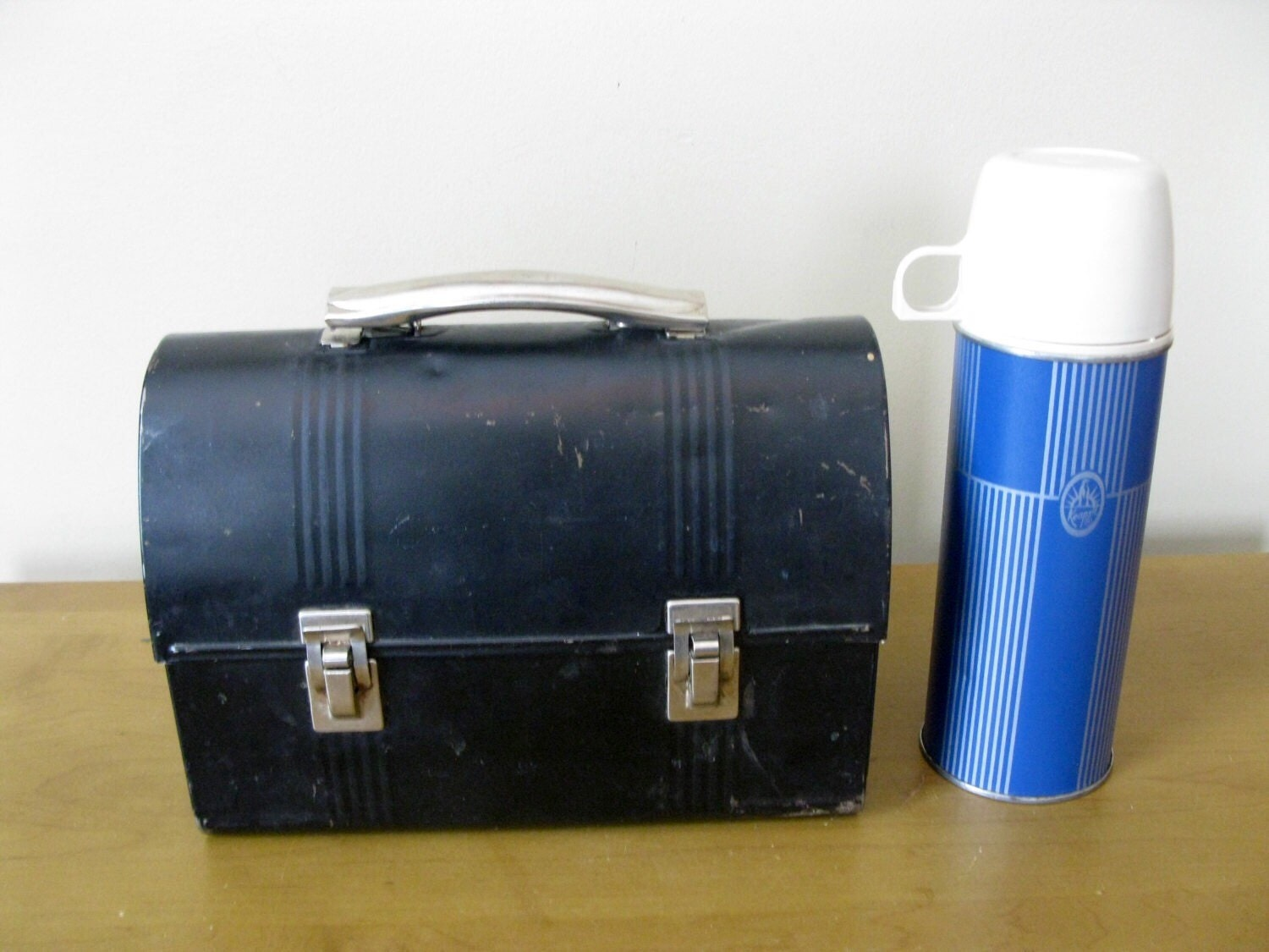 vintage thermos black metal lunch box with keepsit. Black Bedroom Furniture Sets. Home Design Ideas