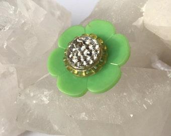 Vintage Green Daisy Button Brooch