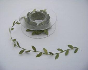 Medium Green Leaf Trim 4824
