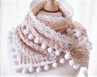 Scarf in pink and white with pompons