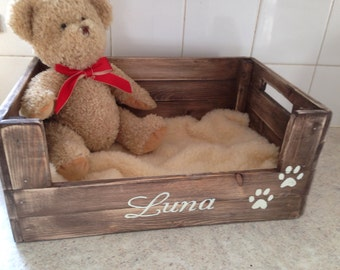 personalised bed basket crate for dogs puppies cats kittens includes a double sided chunky fleece blanket . Perfect for your pampered pet