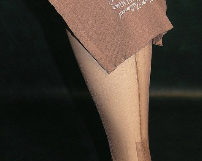 30% OFF 1 pair VTG OUTSIZE full fashioned seamed nylon stockings 10 1/2 X 32 Beige