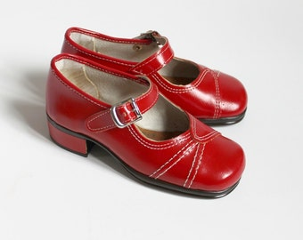 French vintage 70's / kids / shoes / Mary Janes / synthetic leather / made in France / new old stock / size EU 25 / US 8