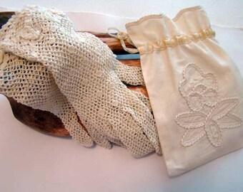 Crocheted gloves, vintage crocheted ladies gloves, Bride gloves