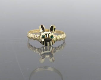 Vintage 18K Solid Yellow Gold Emerald Eye's Bunny Rabbit Ring Size 6.5