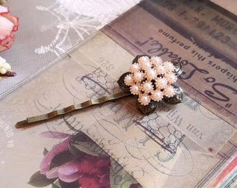 Vintage inspired pearl cluster hair pin Floral style hair pin Pearl bobby hair pin