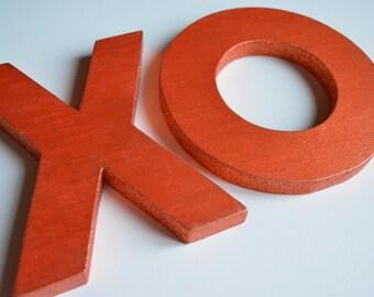 XO written in wood with profile in glitter
