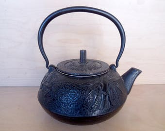 Iron Japanese teapot Vintage cast iron Japanese teapot with lid and tea strainer