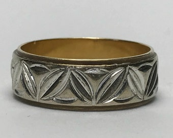 Vintage Gold Wedding Band. Etched Design. 10K Yellow and White Gold. Size 6 US. 3.5 Grams. Estate Jewelry. Stacking Ring. Circa 1960.