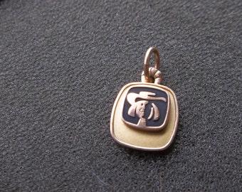 10K Yellow gold pendant of quaker oats man  2.8 Grams