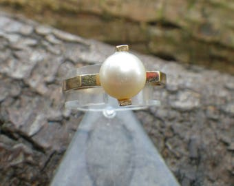 Unusual 9ct Yellow Gold Pearl Statement Ring