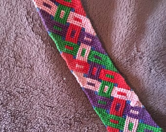 Friendship Bracelet with intertwining pattern