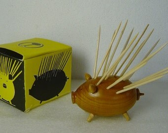 cute vintage 50s/60s wooden pig holder for toothpicks in original box
