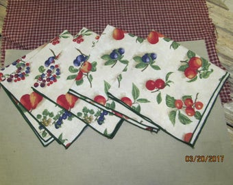 Set of 4 Longaberger Fruit Medley Cloth Dinner Napkins Very Gently Used Fabric Linen Napkins