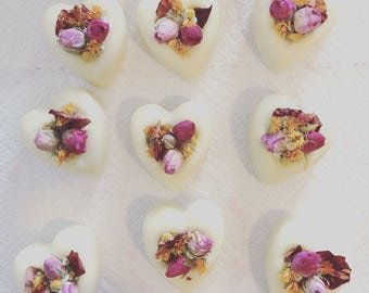Cuori di sapone ai fiori di primavera - saponi profumati alla rosa con calendula e camomilla. Bomboniere-festa della mamma-romantic gift