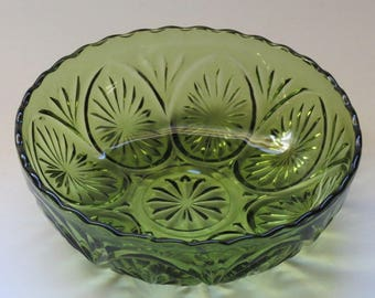 Anchor Hocking Bowl in Green Star Cameo 1960s