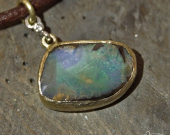 Yellow gold pendant with Boulder opal and white gold setting with diamond