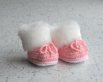 Pink faux fur booties - Baby girl booties - Baby girl gift - Faux Fur Booties - Baby girl shoes - Baby winter Boots - Crochet Baby Booties