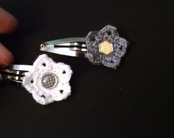 Flower snap clip with polka dot center